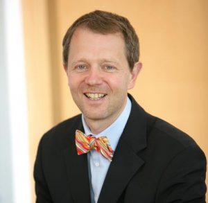 Thomas Meuche ist Professor für Betriebswirtschaft an der Hochschule Hof. Er begleitet Unternehmen als Beirat und berät sie in Fragen der Strategieentwicklung und Prozessoptimierung. Als Gesellschafter der ServicePlus GmbH setzt er sich seit zwei Jahren intensiv mit der Digitalisierung der Gastronomie und deren Lieferanten auseinander.