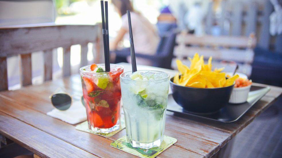 Nachdem sich Limonaden lange Zeit großer Beliebtheit bei den Deutschen erfreuten, geht der Trend inzwischen mehr zu gesünderen Alternativen mit natürlichen Zutaten und weniger Zucker