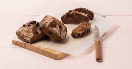 Leckere Kakaobrötchen versüßen den Start in den Tag.
