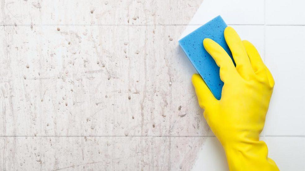 Für die professionelle Reinigung und Desinfektion in der Küche bietet Ecolab das Programm KitchenPro Oxy mit gebrauchsfertigen Reinigungs- und Desinfektionsmitteln