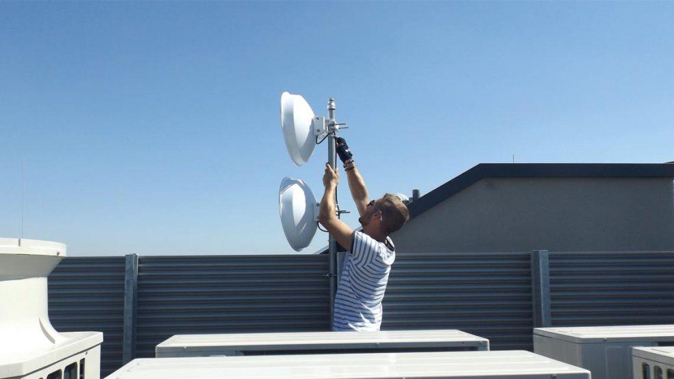 Alternative Lösungen für eine einwandfreie Internetnutzung bietet die Firma Omrex mit dem Richtfunk.