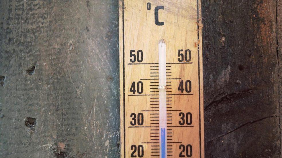 Die Temperaturen klettern – und somit auch die Belastung durch Sonneneinstrahlung für Ihre Mitarbeiter.