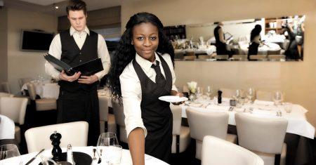 Berufsbekleidung repräsentiert das Unternehmen und sorgt für ein stimmiges Gesamtbild.