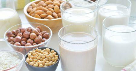 Milch-Produkte und Sojadrink, Mandeldring, Kokosmilch