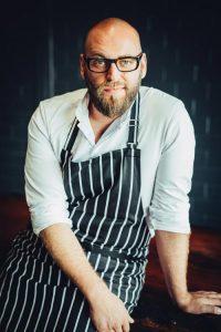 Thomas Imbusch, bekannt durch seine Tätigkeit als Küchenchef in dem im Off Club integrierten Fine Dining Restaurant »Madame X« von Tim Mälzer erfüllte sich den Traum von einem eigene Lokal mit eigenen Regeln.