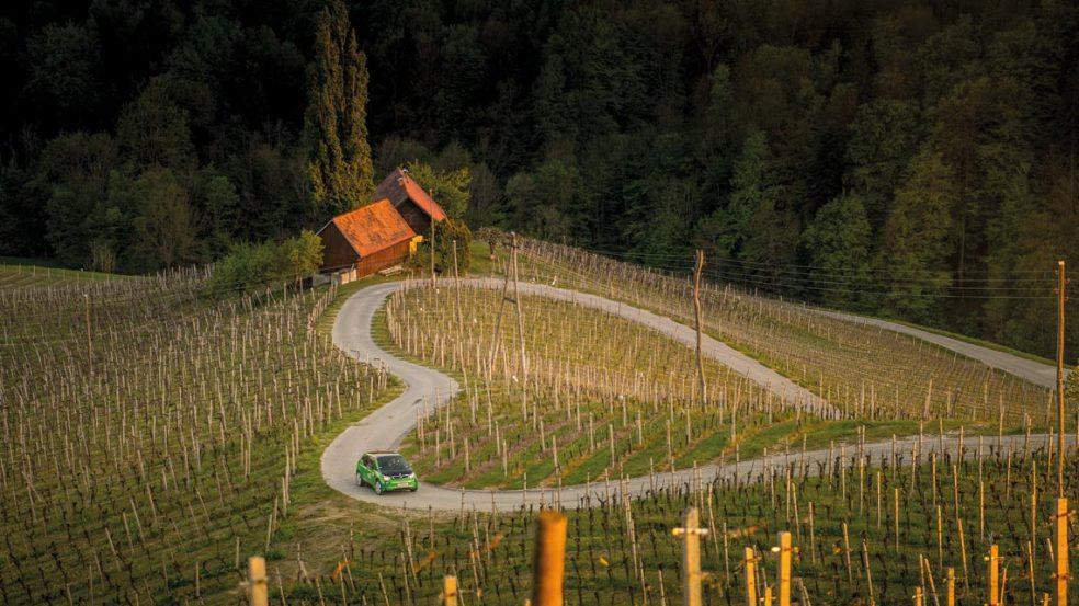 Das Genussmobil zeigt, wie es geht. An zahlreichen Ausgangspunkten in Österreich warten die BMW i3 Flitzer, um dem Gast eine Genusstour der besonderen Art zu bieten.