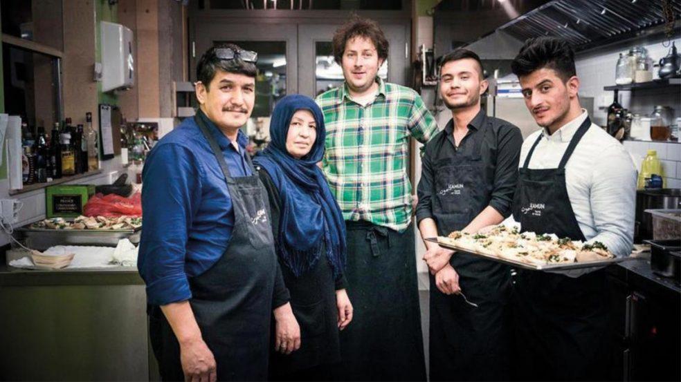 Gäste mit afghanischer Küche verzaubern und Grenzen im Kopf überwinden: Das ist das Ziel von Mohammad und seiner Frau Zahra Nazari.