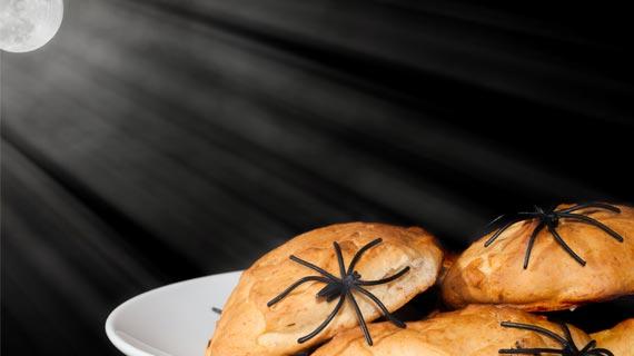 Kleine Krabbelspinnen von Amazon bringen Gruselmomente in die Dekoration Ihrer Halloween-Party