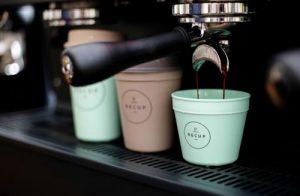 Eine nachhaltige Lösung für Coffee-to-go: das Mehrwegbecher-Pfandsystem mit Recup.
