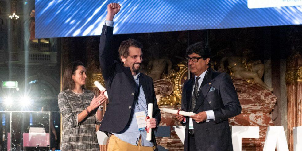 Große Freude bei Markus Donhauser vom Hotel Salzburger Hof. Er gewann mit seiner Software hotelkit den Worldwide Hospitality Award.