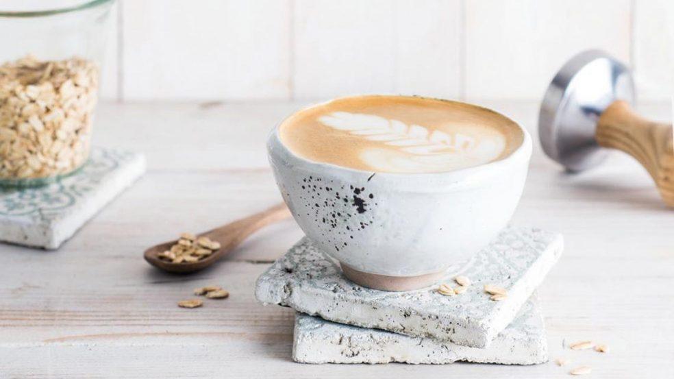 Er ist das Sahnehäubchen des Cappuccinos und die Basis jedes Latte Macchiatos: Milchschaum – im Idealfall cremig, standhaft und zart schmelzend.