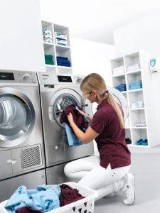 Viel Platz für Wäsche auf kleinem Raum: Eine Waschmaschine und ein Trockner aus der neuen Generation Kleine Riesen.